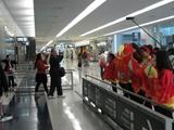 中国人観光客おもてなし隊による歓迎の様子